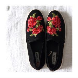 Steve Madden Flower Embroidery Platform Shoes